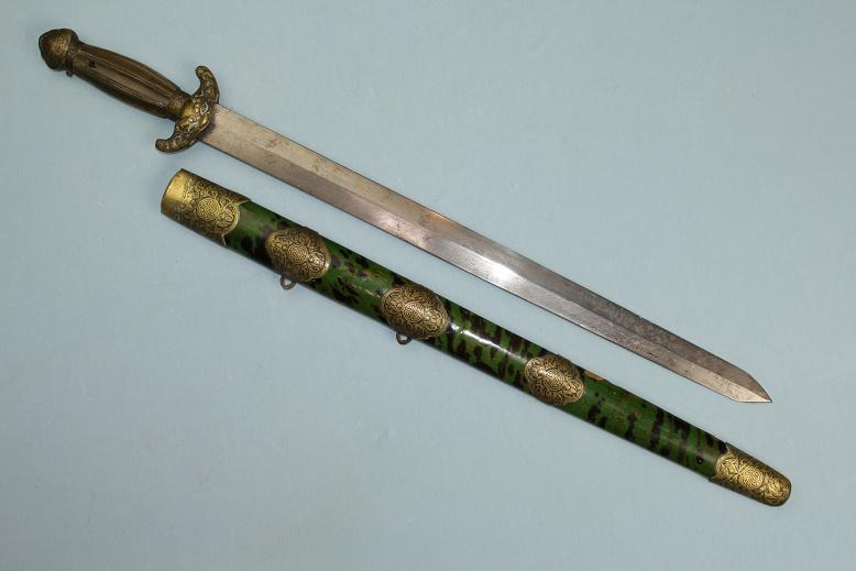 A very fine Chinese Jian with an exceptional fighting blade www.swordsantiqueweapons.com