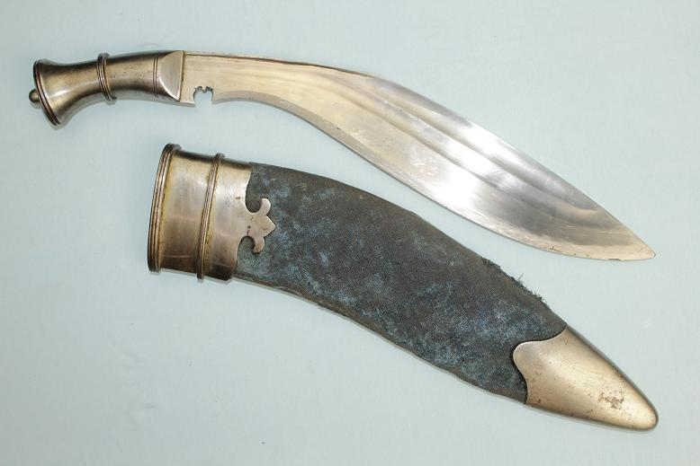 A Sirmoor Simoor Kukri A very rare example Large and heavy fighter all steel Kukri www.swordsantiqueweapons.com