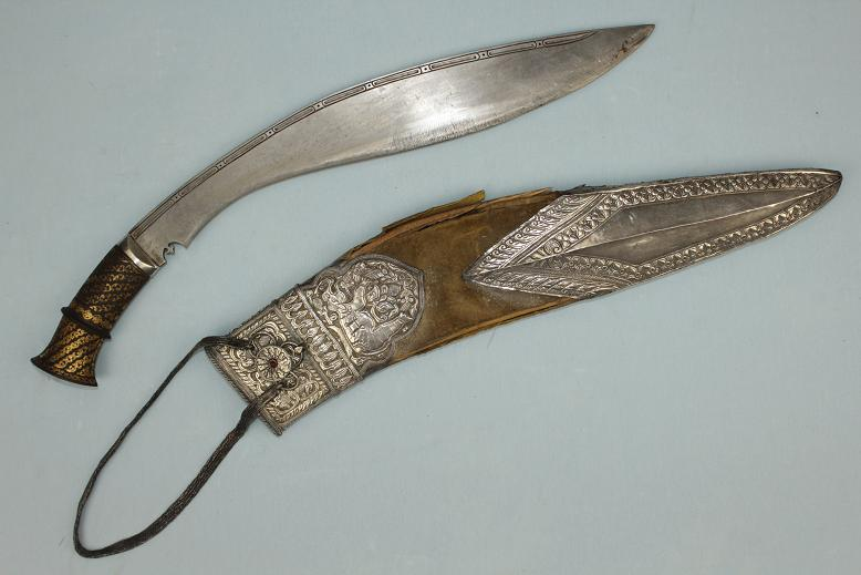 A very rare & special Kukri Royal Elephant guards Royal household Kothimora Gold hilt, silver bolster Very rare blade type with birds eye Damascus steel very large Kukri www.swordsantiqueweapons.com