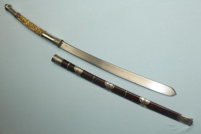 A very fine and rare Dha daab Ivory and silver Thailand Burmese Loas sword of rank and status Stunning carved hilt Rare blade type www.swordsantiqueweapons.com