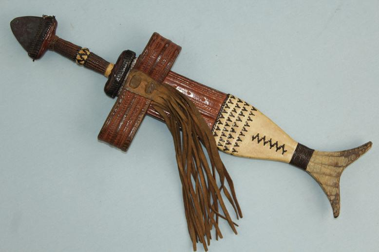 African dagger Tebu, exceptional example Rare fish tail types www.swordsantiqueweapons.com