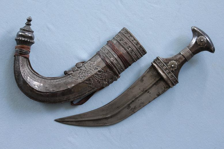 A fine Yemen Jambiya All silver Assib Jambia A rare antique example www.swordsantiqueweapons.com