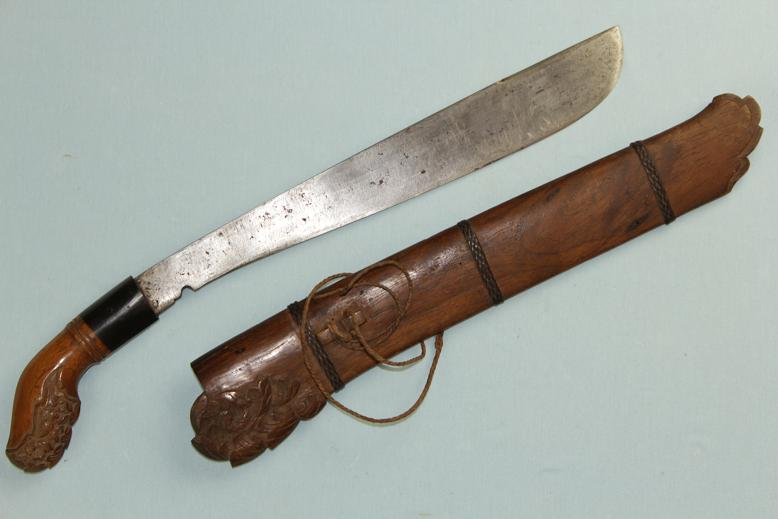 Sumatran Rawet Sumba Kabeala Very fine example Carved hilt and scabbard Horn collar www.swordsantiqueweapons.com