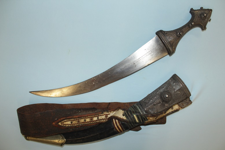 A large Silver Jambiya Asir region Sabiki Jambia Very thick silver fittings www.swordsantiqueweapons.com
