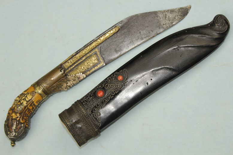 Ceylonese knife Pia Kaetta 18th century Fine and large Unique features Ivory & Gold alloys www.swordsantiqueweapons.com
