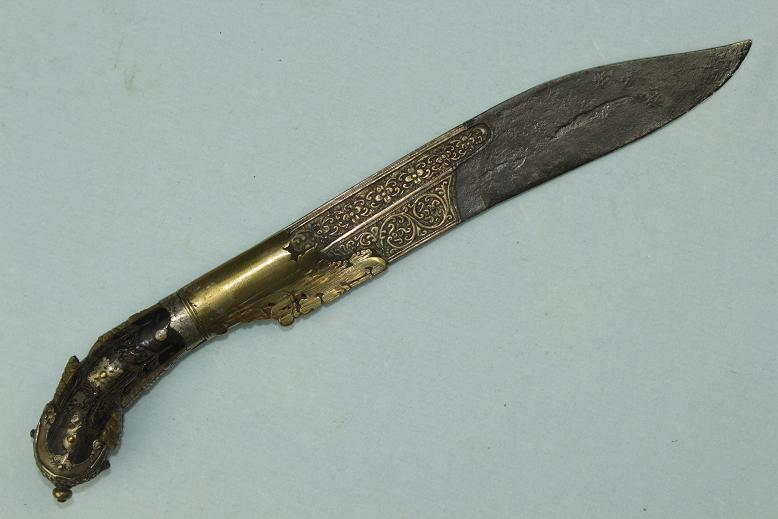 A large Pia Kaetta Ceylonese knife Ivory and Turtle shell Gold bronze alloys 18th century www.swordsantiqueweapons.com
