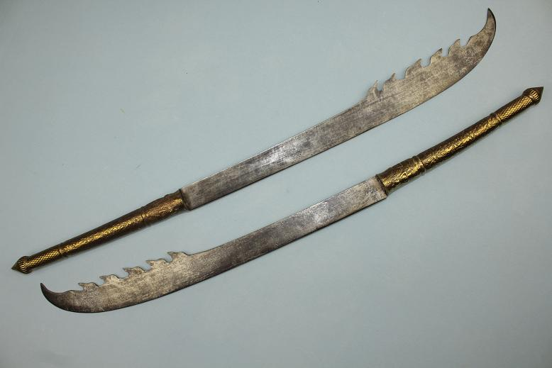Thailand, Old Siam Very rare fighting swords Samrit metal hilts Very rare blade types Late 18th century Krabi Krabong sized swords www.swordsantiqueweapons.com
