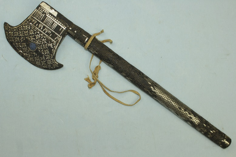 Ceremonial axe Thailand 19th century Mother of pearl www.swordsantiqueweapons.com