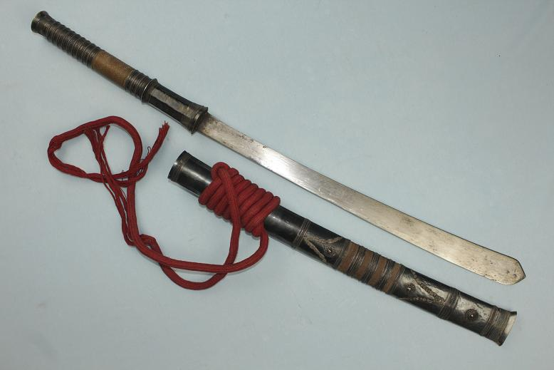 Thai Lao sword Dhaab Daab Fine old blade Quality silver fittings www.swordsantiqueweapons.com