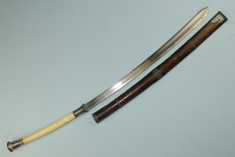 A very fine Laos sword Thai Lao Darb Ivory hiit, silver dress www.swordsantiqueweapons.com