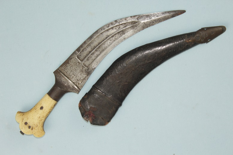 Tiger Tooth Jambiya rare Indian dagger Chiselled blade www.swordsantiqueweapons.com