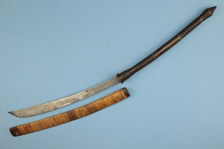 A fine Laos Darb Thai Thailand Daab Long Bronze or Samrit hilt A fine fighting blade www.swordsantiqueweapons.com