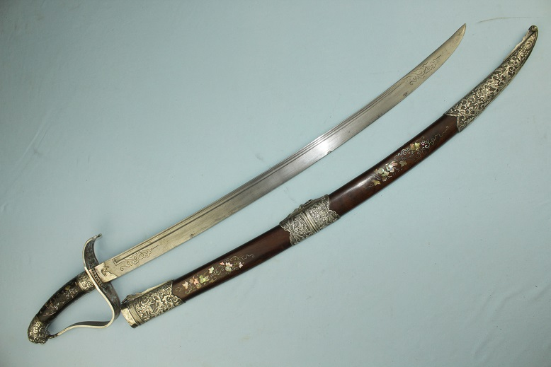 Vietnamese Guom A very fine & rare example Exceptional inay throughout Very fine blade quality www.swordsantiqueweapons.com