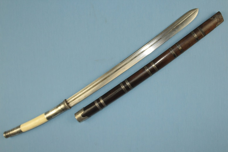 A very fine Burmese Dah Dha Darb Daab sword parang knife dagger lance spear epee sabre silver ivory and Niello Superb blade A rare high quality sword www.swordsantiqueweapons.com