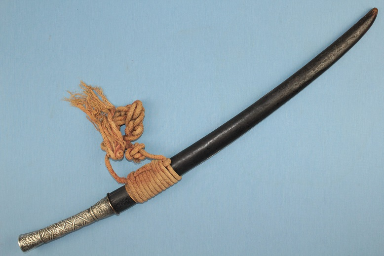 A very rare sword<br>Silver hilted<br>Lao Thai Daab<br>A fine fighting sword www.swordsantiqueweapons.com