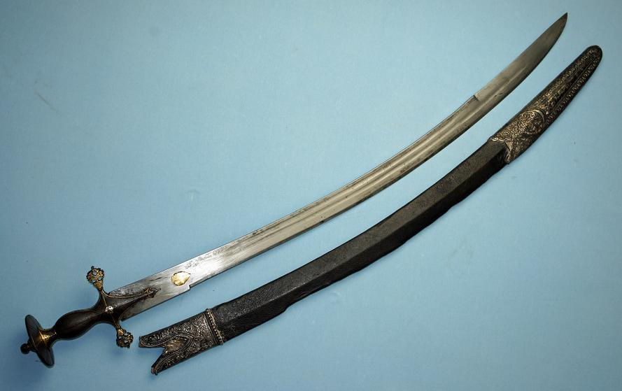 Lahore possible Sikh sword A very fine Indian Sabre Very rare Wootz hilt type Very fine blade late 18th early 19th century www.swordsantiqueweapons.com