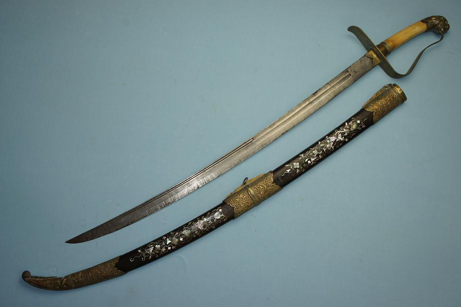 Fine and rare Guom Vietnamese sword sabre Unusual example www.swordsantiqueweapons.com