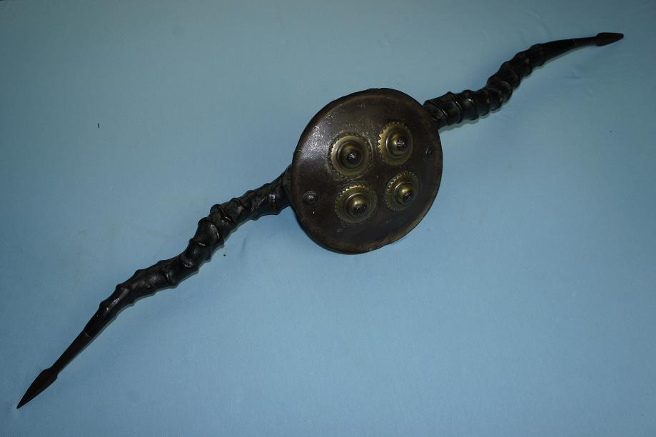Madu Indian parrying shield Rare and early example very fine patina Iron tipped antlers www.swordsantiqueweapons.com